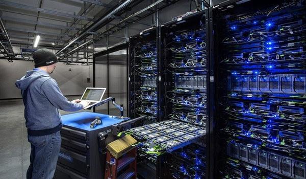 Chức năng của Server là gì? Server có chức năng cung cấp và lưu trữ thông tin